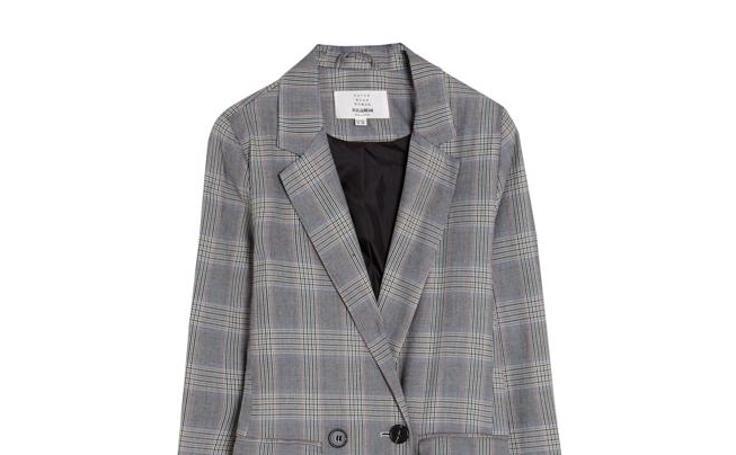 La chaqueta de Bella Hadid en Cannes que todo el mundo quiere y que reproducen dos tiendas 'low cost'