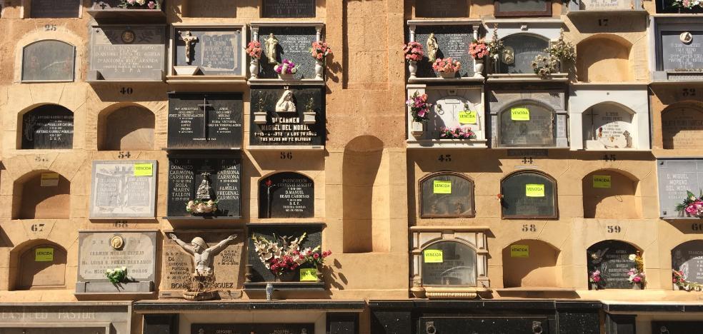 El Ayuntamiento de Granada notifica el desalojo de 5.000 nichos