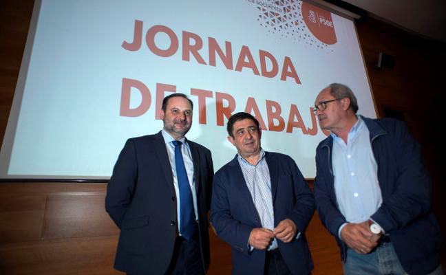 Ábalos confirma que Juan Fernández no puede presentarse a la reelección