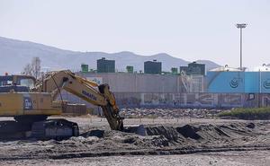 Las máquinas de Costas doblarán turnos para abrir la playa de Motril el 1 de junio