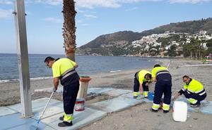Almuñécar mejora la accesibilidad de sus playas con más pasarelas