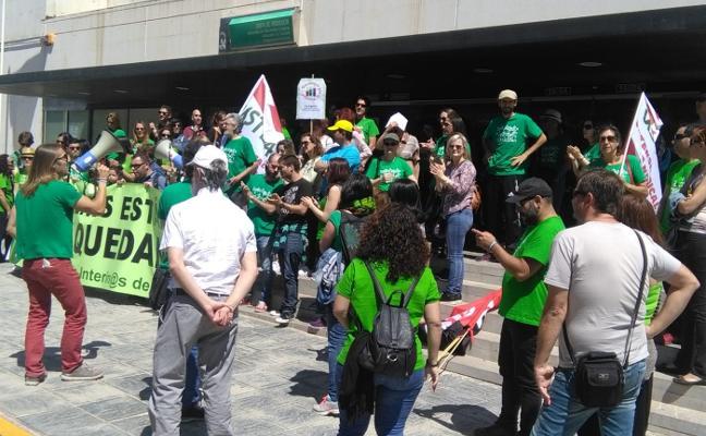 Guerra de cifras en la huelga de interinos antes de la manifestación