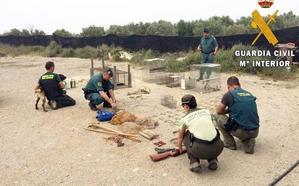 La Guardia Civil interviene fitosanitarios y artes prohibidas en varios pueblos de Almería