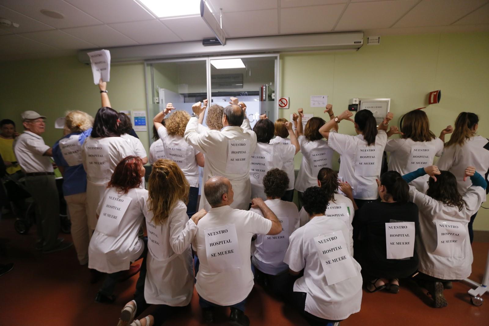 Rebelión de los profesionales en los pasillos del Hospital de Motril