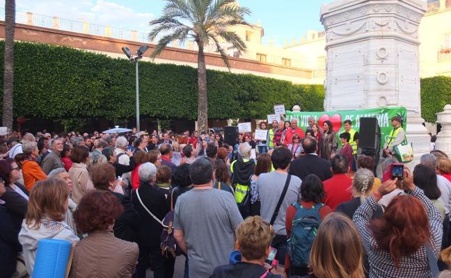 Las 18.000 firmas contra el plan de la Plaza Vieja sólo arrancan la protesta de un millar de personas
