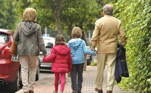 «Hijos 'aprovechateguis': ¿dónde está escrito que los abuelos tengan que ser padres de repuesto?»