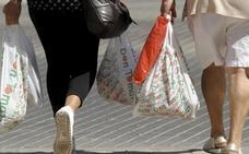 Todas las tiendas te cobrarán las bolsas de plástico a partir del 1 de julio