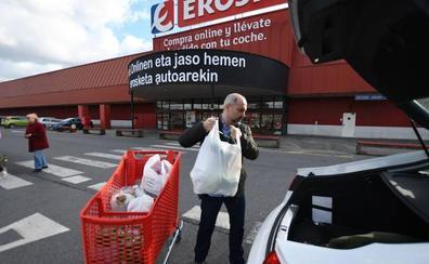 Los comercios tendrán que cobrar las bolsas de plástico desde el 1 de julio