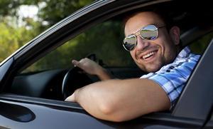 ¿Pueden multarte por conducir con el codo asomando por la ventanilla? Sí, en este caso