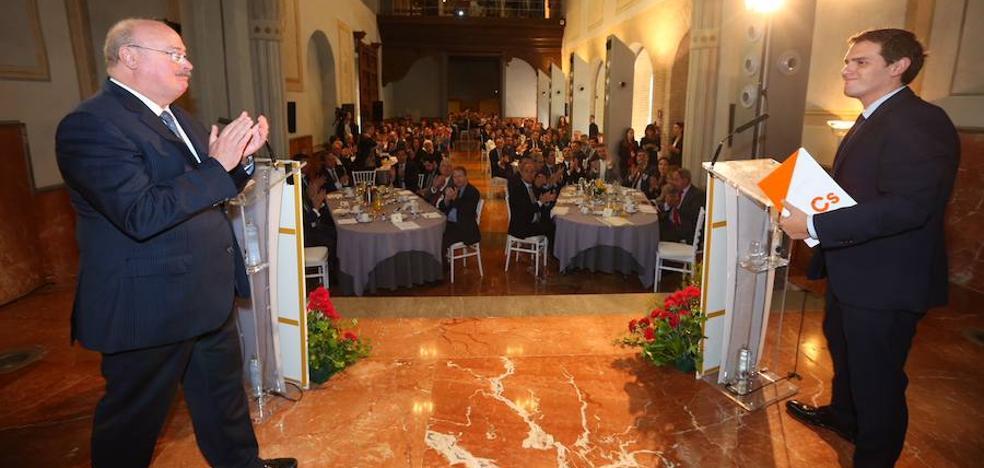Albert Rivera pide a Rajoy que no deje Cataluña «en manos de un presidente racista»