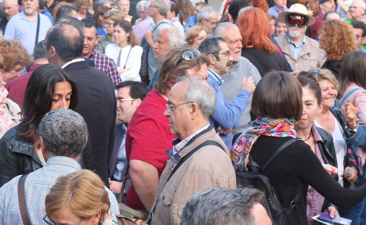 Un millar de personas se movilizan contra el proyecto de plaza Vieja