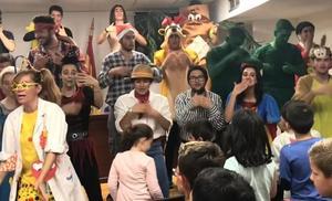 Los escolares de Motril llevan miles de besos a los niños hospitalizados en el Santa Ana