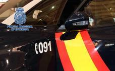 Detenido mientras golpeaba cinco vehículos con un palo de madera en el Zaidín