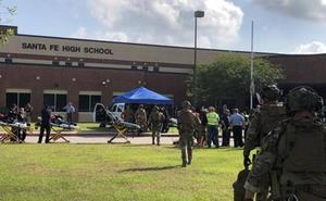 El primer tiroteo masivo desde Parkland deja diez muertos en una escuela de Texas