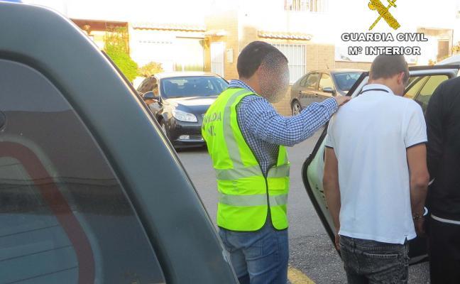Inmovilizan y agreden al conserje del campo de fútbol de San Isidro para robarle la recaudación del día
