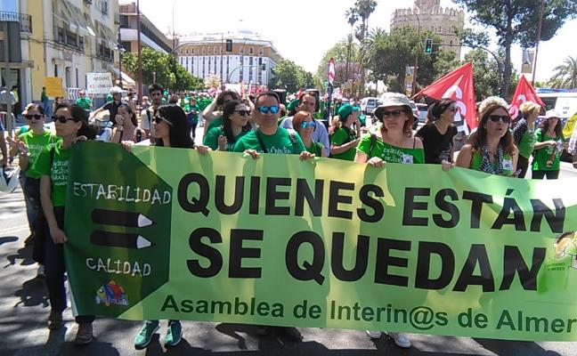 Los interinos no revocan la huelga tras una nueva reunión con la Junta