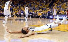 Curry anota 35 puntos y Warriors destrozan a Rockets