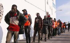 Llegan a Motril los 37 inmigrantes rescatados en el mar de Alborán