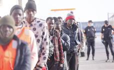 Trasladados a Motril 37 personas rescatadas en aguas de Alborán