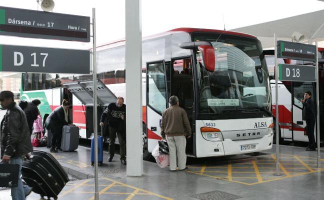 La Junta estudia medidas para mejorar el transporte público con Huércal de Almería