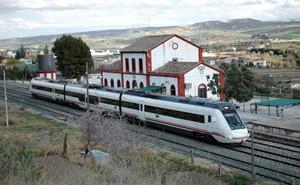 Retraso de una hora en el tren de Sevilla por un accidente