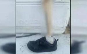 El misterio de los pies calzados en las playas: más de una década apareciendo restos humanos