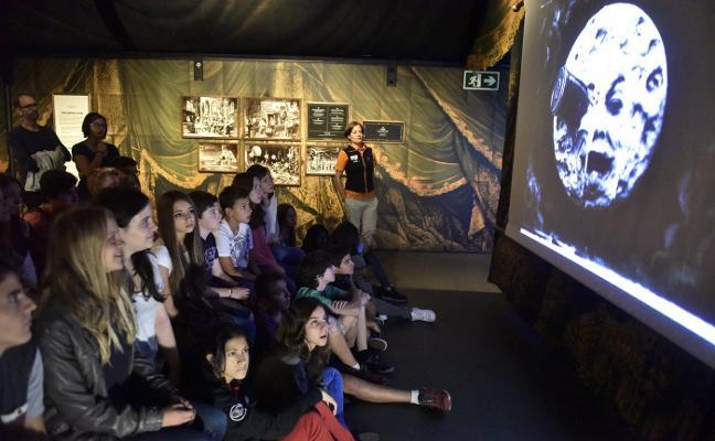 Llega a la Rambla la exposición 'George Méliès y el cine de 1900'