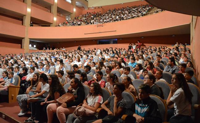 Un millar de estudiantes de once colegios toma conciencia sobre cómo comer más sano