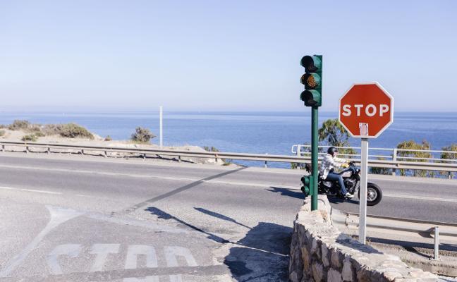 Los semáforos ya 'iluminan' los accesos a Castell del Rey