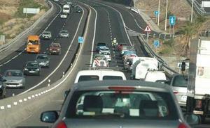 La Guardia Civil alerta contra el efecto 'Safety Car' de sus propios coches: «Es un peligro»