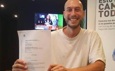 «Vuelvo a tener esperanza»: el juez perdona una deuda de 147.800 euros a un chico de 25 años