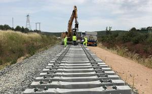 Comienza la colocación de las traviesas en el ramal ferroviario entre Linares y Vadollano