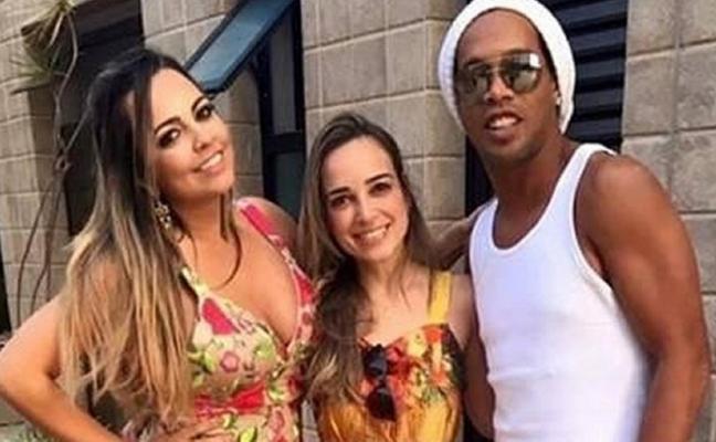 La inesperada boda de Ronaldinho: se casará con sus dos novias a la vez