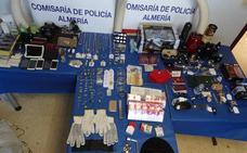 Una banda robaba en viviendas de Almería en horarios de oficina