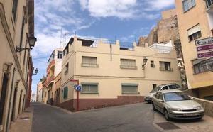 Derribarán 14 inmuebles junto a la Alcazaba para mejorar su entorno