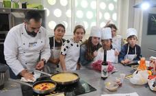 Alumnos del colegio Nuestra Señora de la Capilla participan en un certamen gastronómico con un fin solidario