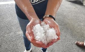 «Supertormenta y granizo en pleno mayo en Granada»: las reacciones al temporal de hoy