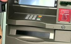 Alertan del timo del ayudante: la nueva y peligrosa práctica para robar dinero