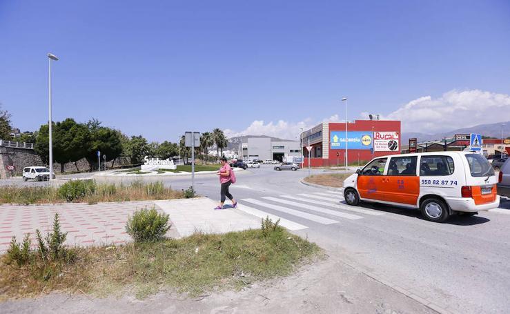 Critican que la entrada a Salobreña tiene pinta de descampado abandonado