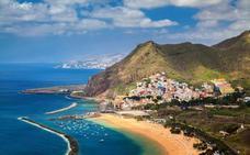 Más de la mitad de los españoles reserva sus vacaciones de verano durante el horario laboral