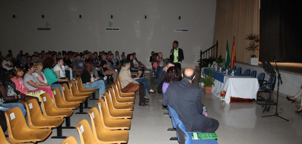 Internos de El Acebuche salen a diario para trabajar en empresas agrícolas de Almería