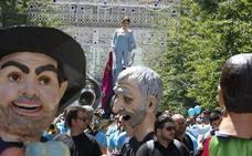 Así hemos vivido el desfile de La Tarasca por el centro de Granada