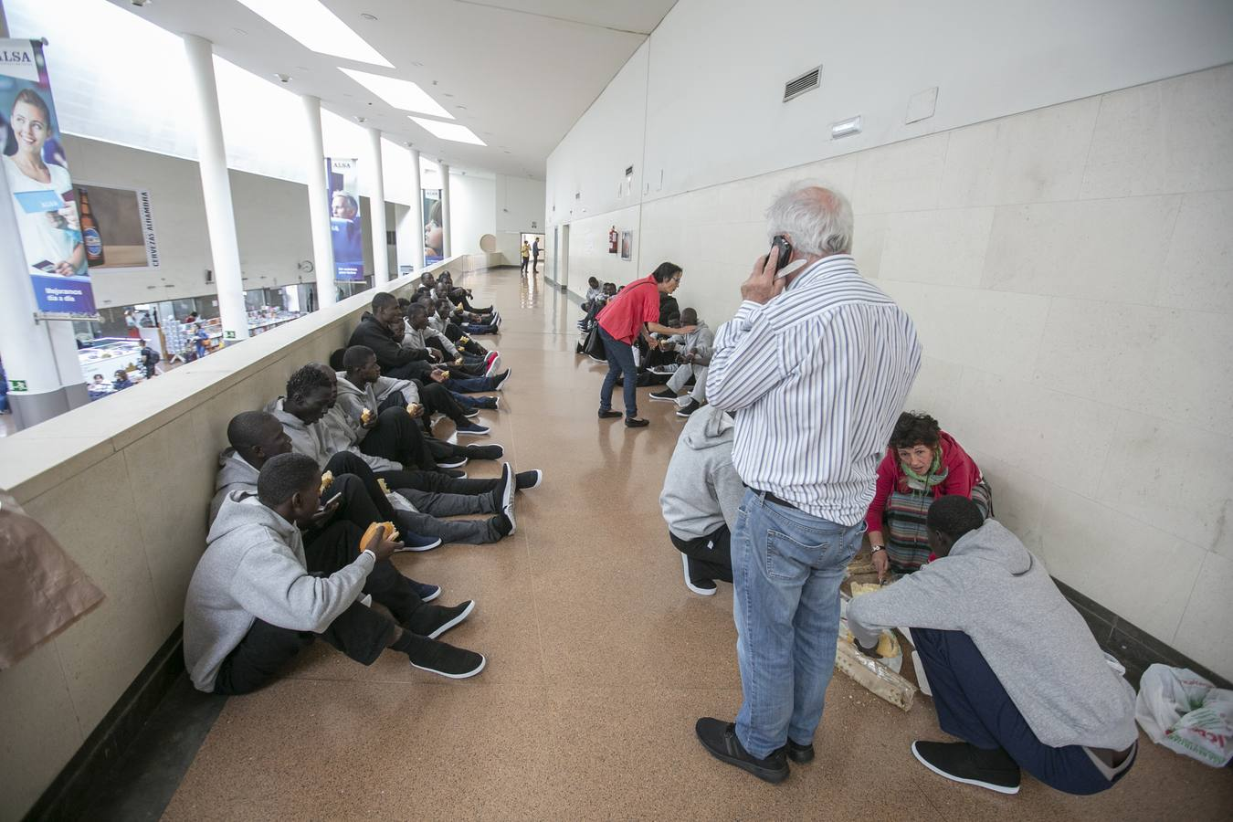 Liberan a 54 inmigrantes por la falta de plazas en los centros habituales