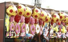 Peluches, tostadoras, altavoces o jamones: Todo lo que sortean las tómbolas del Ferial