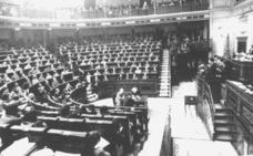 La primera moción de censura que prospera en democracia
