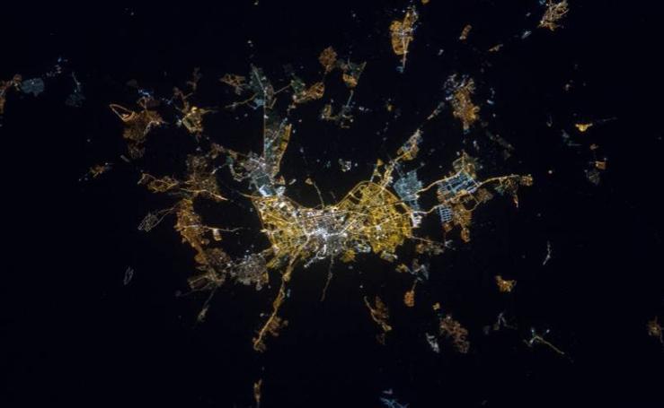 Granada, vista desde el espacio de noche