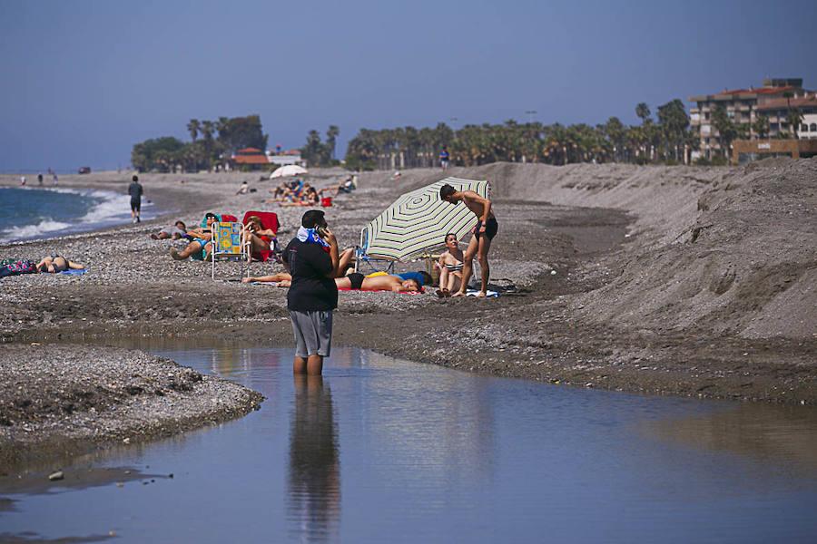 Motril recupera Playa Granada, pero quedan destrozos en playa de Poniente