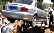 Cumplió su última voluntad: ser enterrado en su propio coche