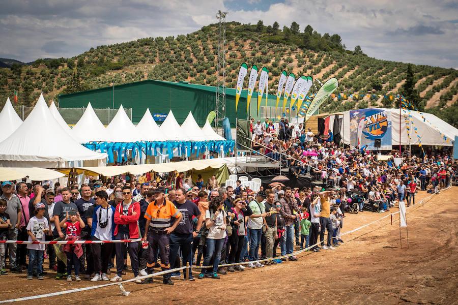 Miles de personas asisten al Festival Internacional del Aire