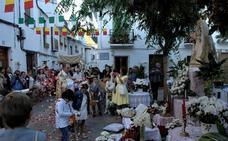 Cientos de personas participan en las Fiestas del Corpus en Lanjarón